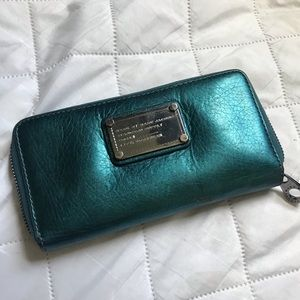 • Marc Jacobs Wallet